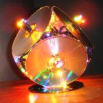 Fabriquer une lampe avec des cd et une guirlande