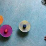 Apprendre le mélange des couleurs avec des toupies