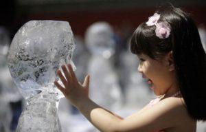 sculpter dans de la glace