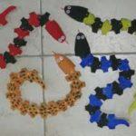 Fabriquer un serpent articulé avec des rouleaux de papier toilette