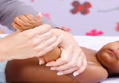 masser bras de bébé