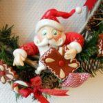 Dessin animé d'un père Noël gourmand