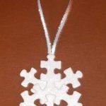 Fabriquer un flocon de neige avec des pièces de puzzle